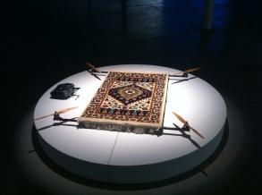 Rising Carpet / tapis de prière, multirotors, socle Ø180 cm h 20 cm / 2014